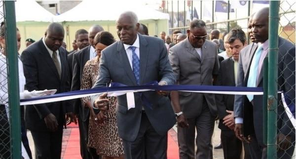 PR inaugura Academia de futebol de Angola. José Eduardo dos Santos